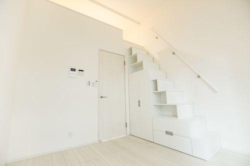 ロフト階段を収納に利用