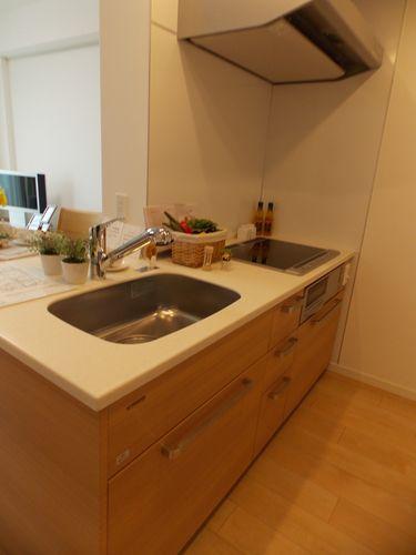 キッチンでお好きな時にお好きなものを調理されるのも自由。食堂で給食を受けるのも自由。