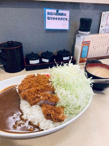 奥に見えるのがアレンジ用の塩3種です。日吉でもここまで塩にこだわってるお店は珍しいかもしれません。