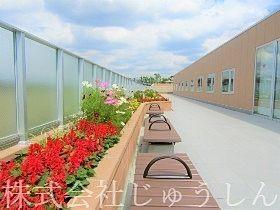 横浜 老人ホーム施設の屋上ガーデン