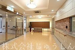 下田町のサービス付き高齢者住宅エントランス