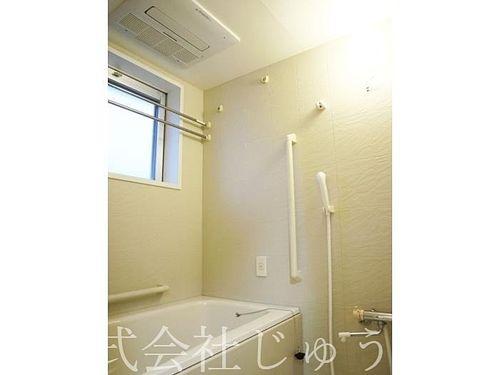 コンフォール南日吉 浴室には手すりが完備。