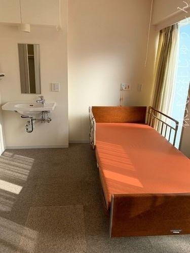 居室、介護ベッド