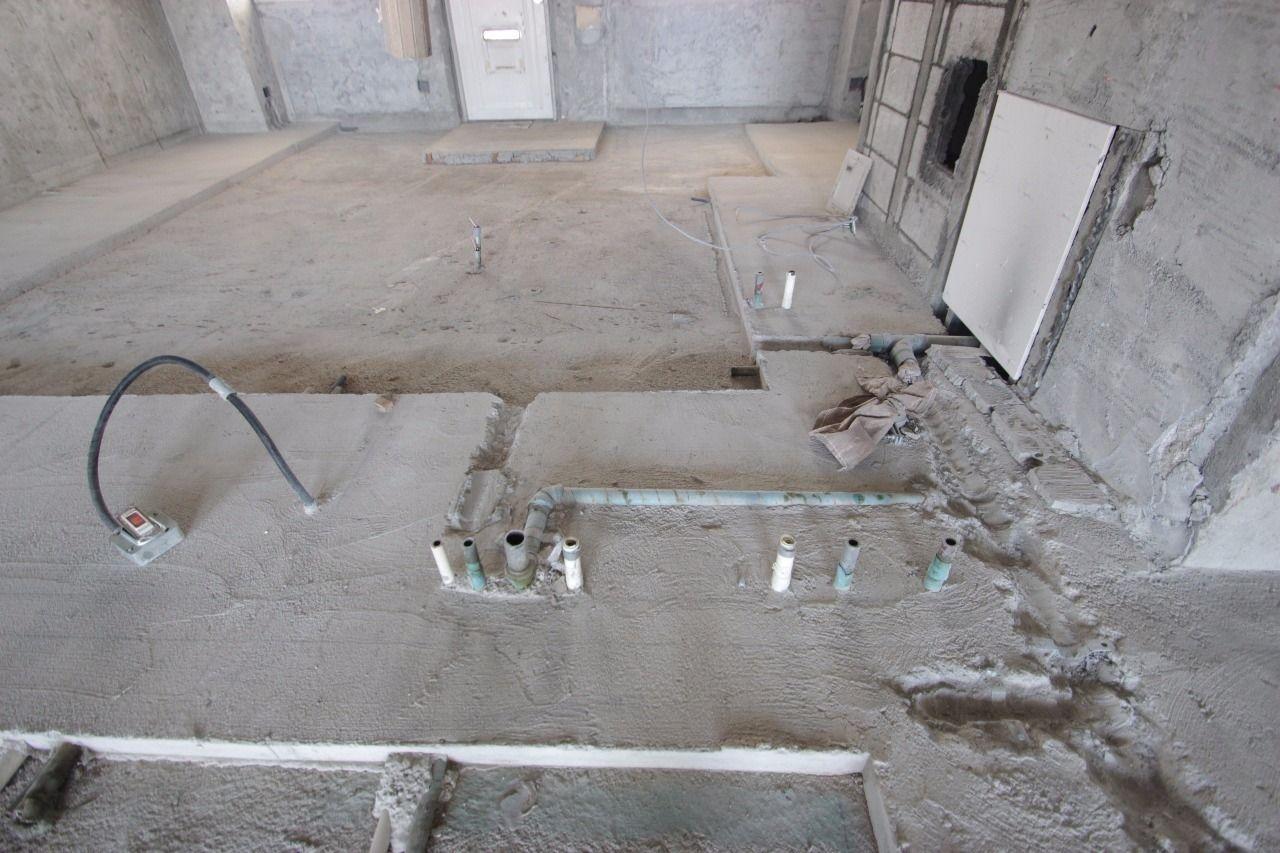 水廻りの配管。床下なので普段は見られない箇所。